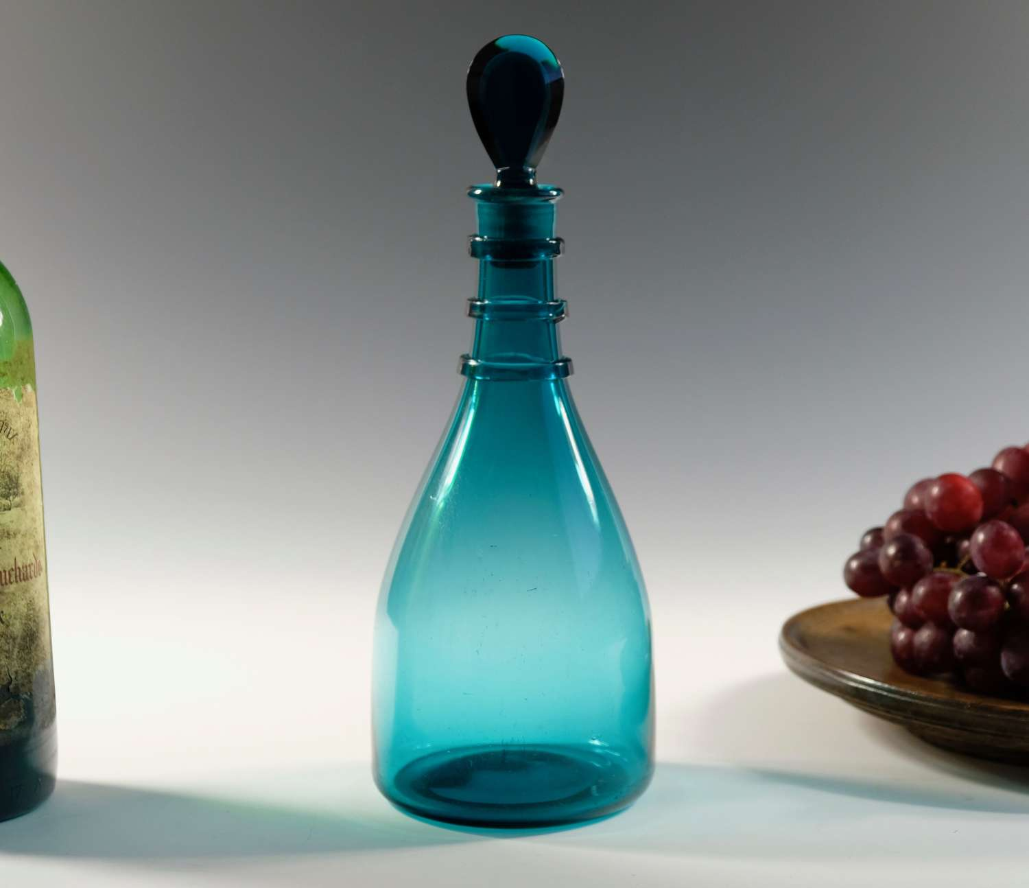 Taper decanter with three neck rings and lozenge stopper C1810
